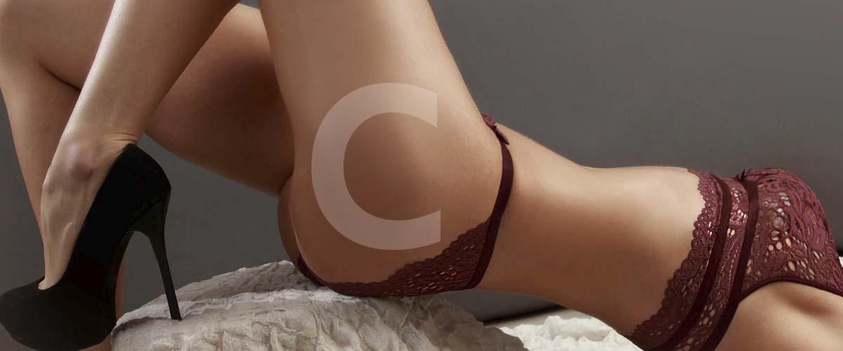 Cristina Escort Española en sexy lencería granate